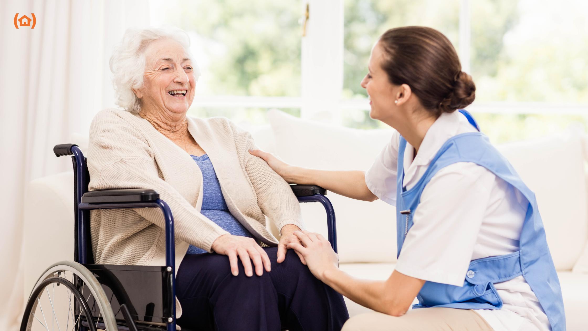 La asistencia domiciliaria está ganando cada vez más protagonismo debido a la flexibilidad y autonomía que ofrece a los mayores, que pueden seguir con sus rutinas sin salir del entorno familiar.