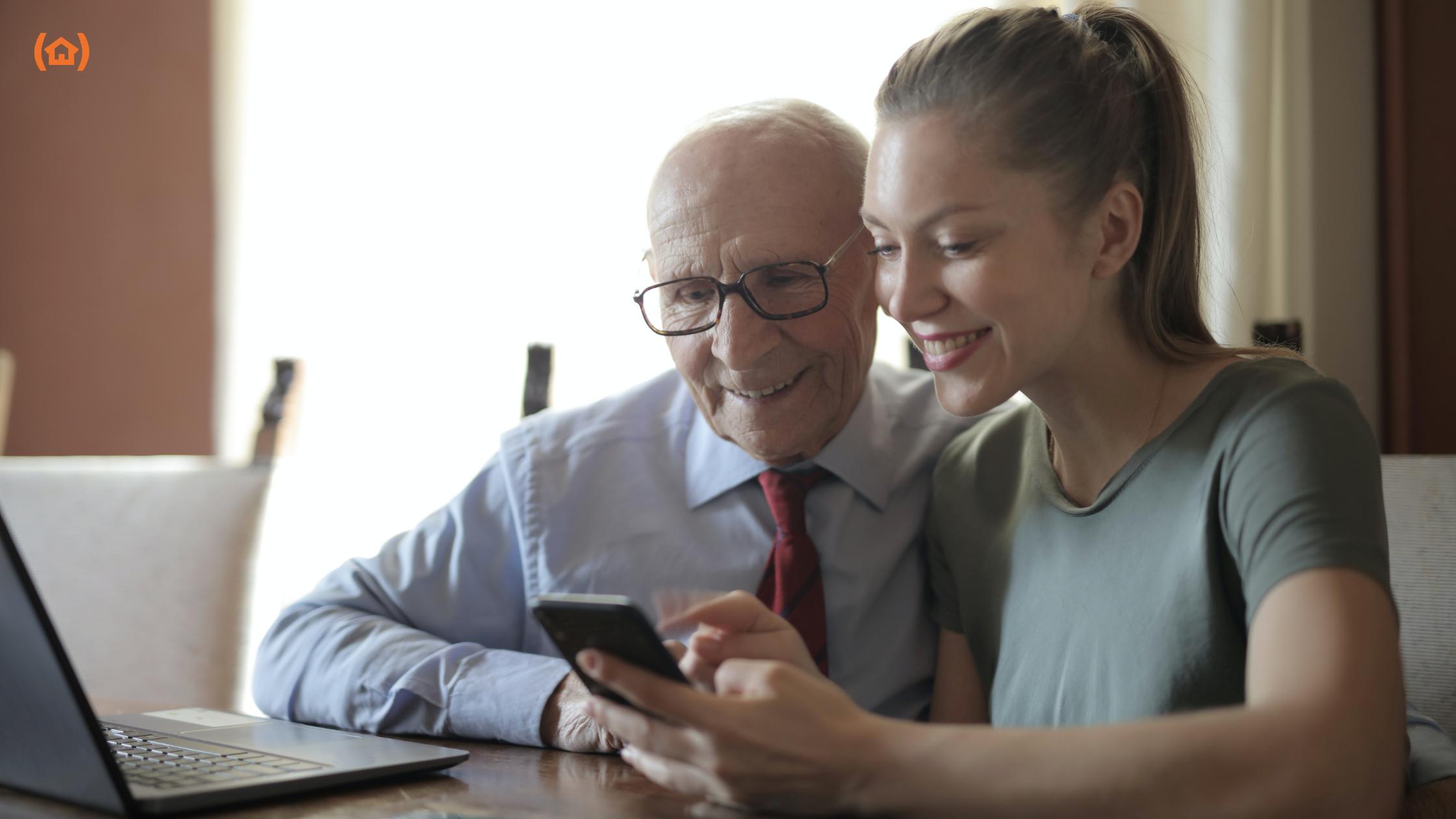 Muchas personas mayores sienten un gran rechazo hacia las nuevas tecnologías, debido a su desconocimiento hacia ellas, que les lleva a prescindir de su uso.