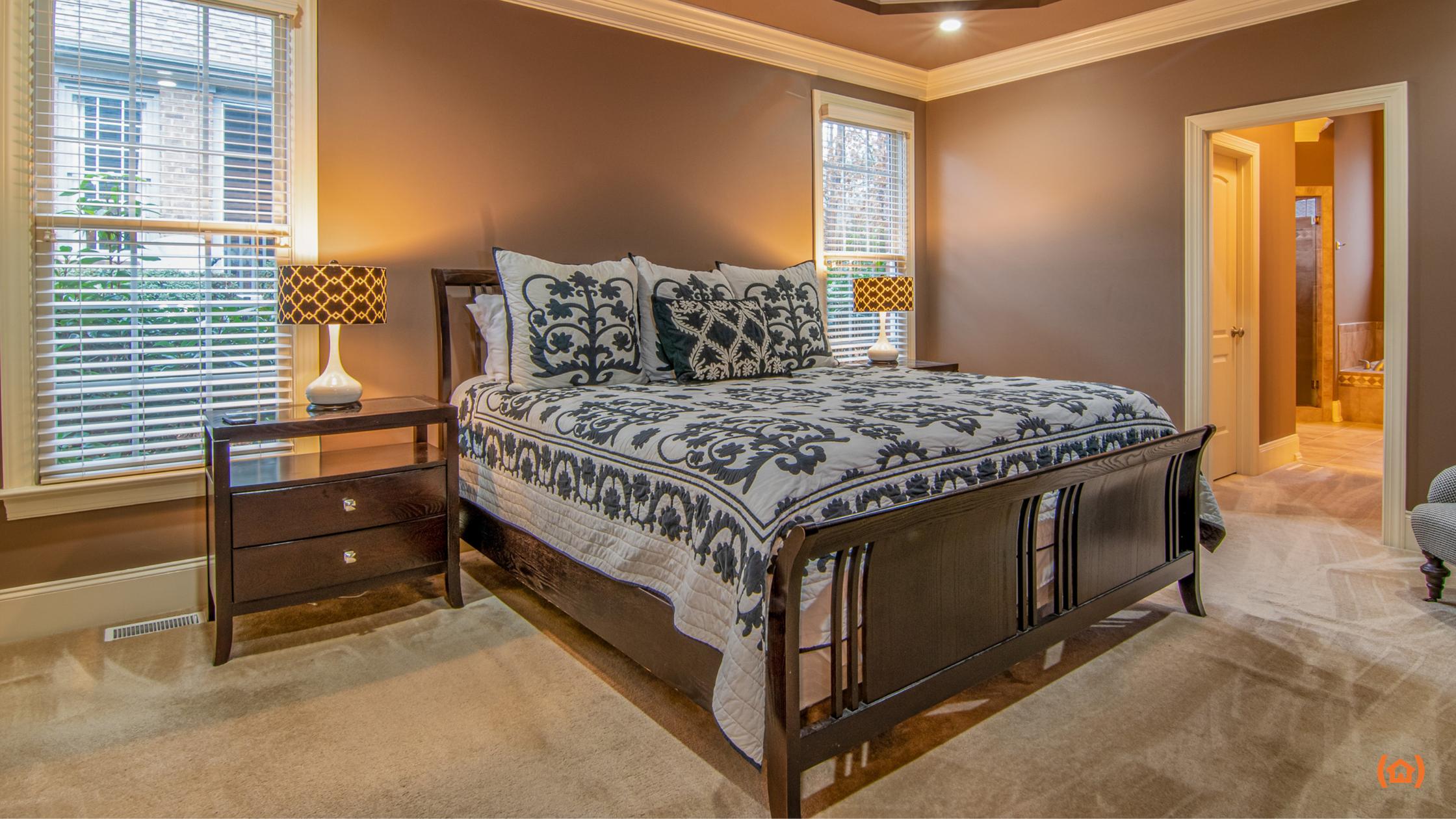 Organizar el dormitorio de una persona mayor es una tarea que requiere tener en cuenta varios aspectos, pero seguramente el más importante es su movilidad.