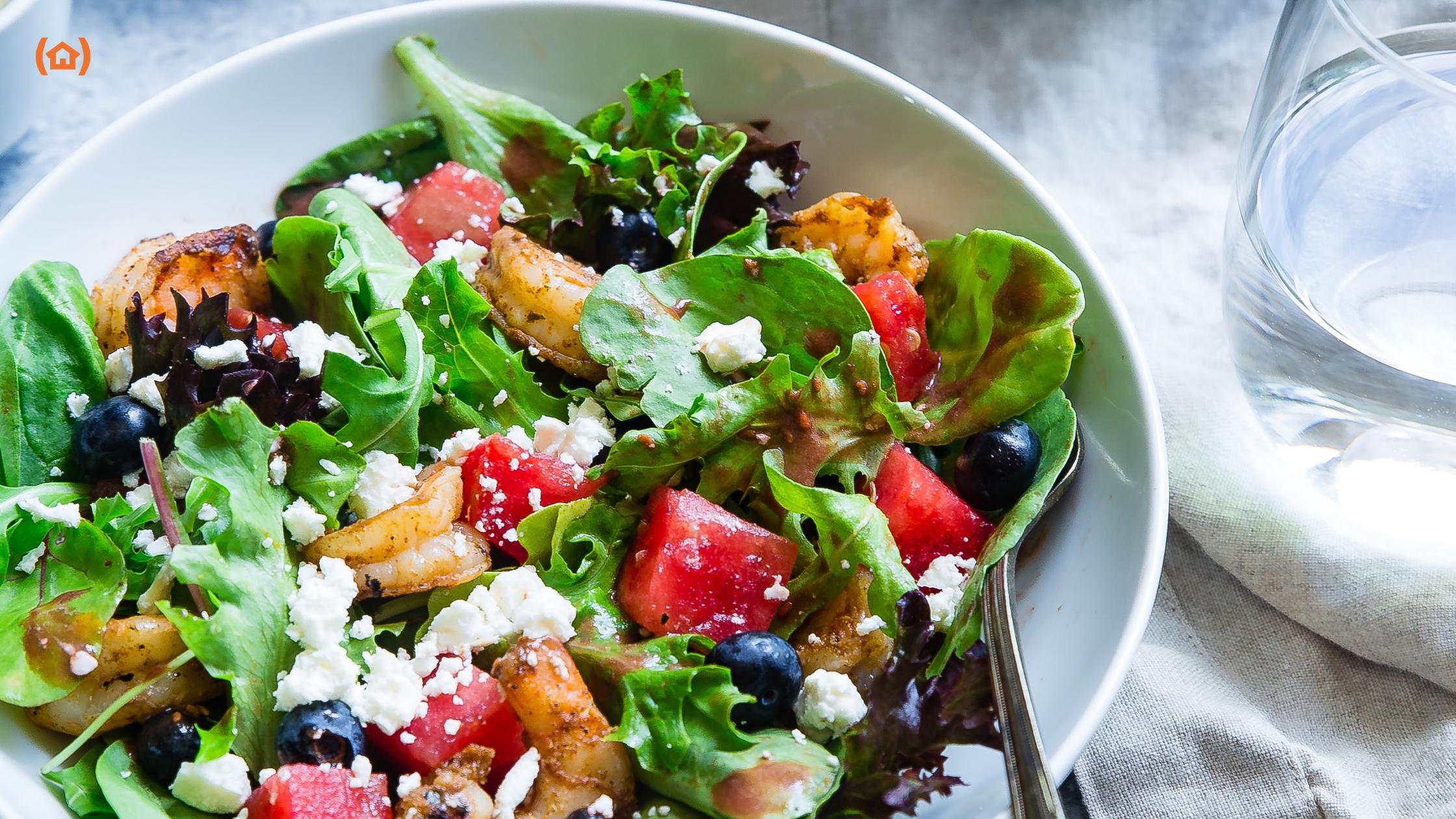 Hoy os traemos una serie de ideas para que los mayores disfruten de una dieta de verano rica y saludable, pero también adaptada a las condiciones climatológicas.
